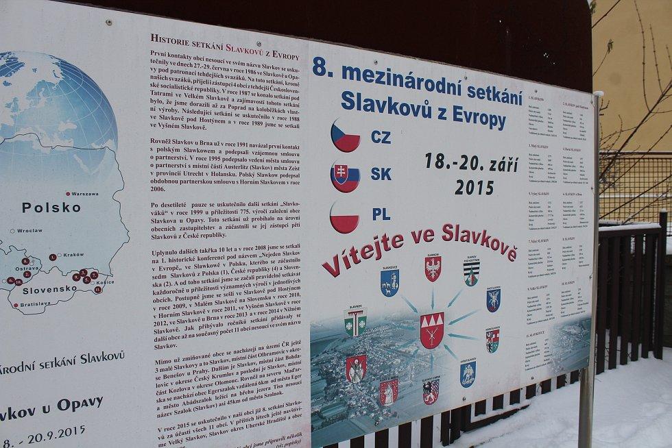 Obec Slavkov.