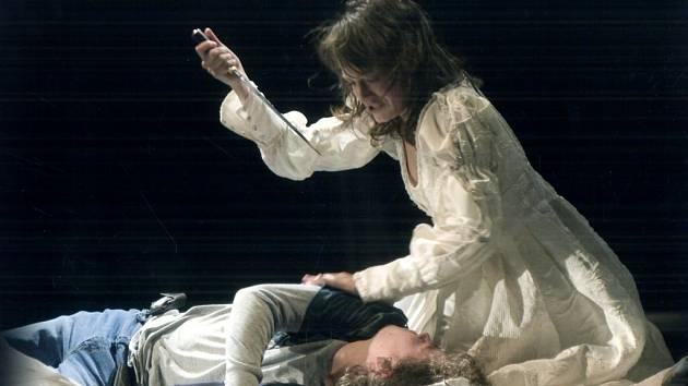V roli Julie se představila Magdalena Tkačíková a Romea ztvárnil Daniel Volný.