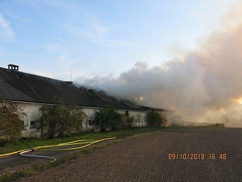 Požár v současné době již nevyužívaného zemědělského objektu ve Velkých Heralticích.