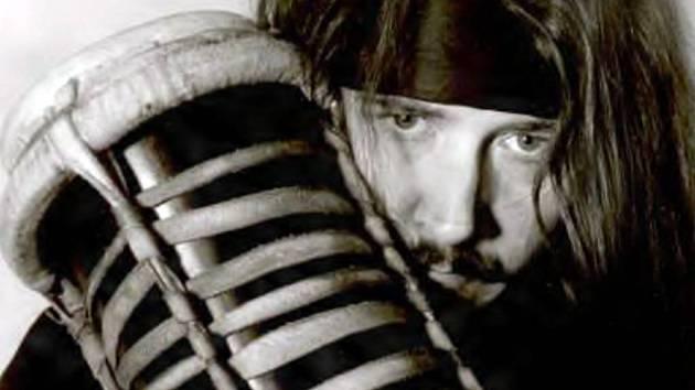 Dan Dlouhý se proslavil  zejména působením v orchestru bicích nástrojů Dama Dama.