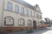 Národní dům, který se nachází v centru Hradce nad Moravicí, potřebuje opravu. Zastupitelé města se této problematice věnovali na mimořádném jednání.