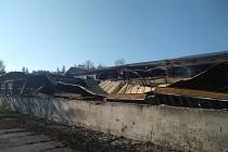 Halu v Budišově zničil požár.
