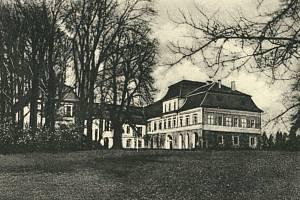 Válečné události zámek v Dobroslavicích dlouho nepřežil