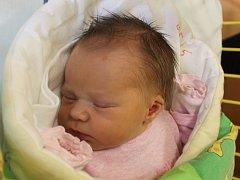 Nella Tesařová se narodila 18. října, vážila 3,38 kilogramů a měřila 49 centimetrů. Rodiče Kamila a Pavel z Hradce nad Moravicí přejí dceři hlavně zdraví. Na Nellu už doma čeká bráška Jakub.