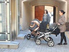 Nyní se do všech částí Městského úřadu Hlučín bez problémů dostanou jak vozíčkáři, tak maminky s kočárky.