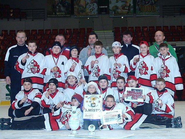 Hokejisté páté třídy Slezanu Opava uspěli na Českomoravském poháru v Karlových Varech.