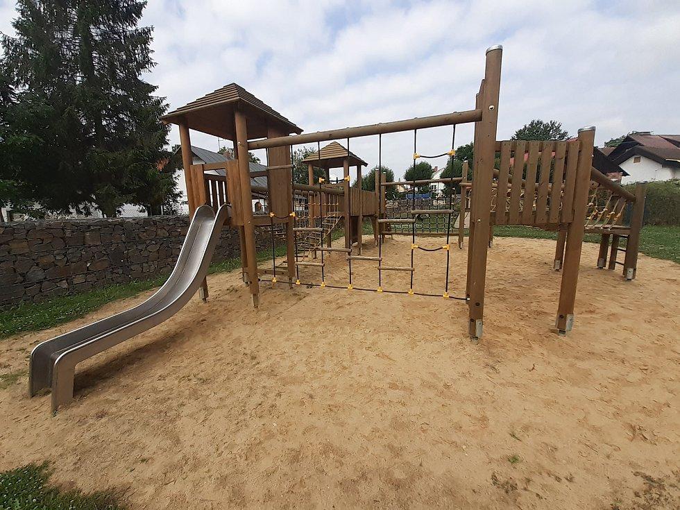 Dětské hřiště v Melči.
