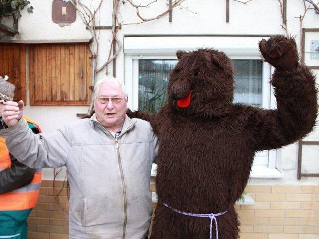 Historie vodění medvěda v Kajlovci a Jakubčovicích sahá až do první republiky.