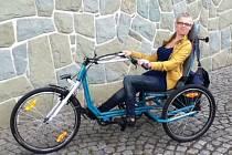 Veronika Maschková by kvůli svému zdravotnímu stavu nemohla jezdit na obyčejném kole. Díky opavskému podnikateli ale získala speciální bicykl dělaný jí přímo na míru.