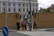 Nešťastná zeď.  Má byt sice protihluková, ale opak je pravdou.