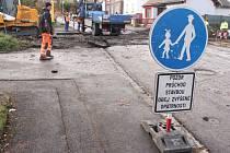 K uzavírkám na území Opavy přibyla další. Kvůli stavebním pracím na železničním přejezdu neprojedete ulicí Otickou od křižovatky u Vaškova náměstí směrem nahoru k městskému hřbitovu.