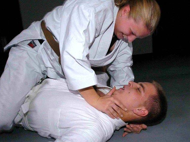 """""""Když se žena zbaví strachu, stačí se naučit jeden úder, nemusí zvládat celou bojovou sestavu,"""" říká Petr Volný."""