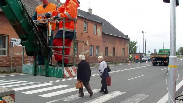 Již 18. května se obyvatelé Nových Sedlic dočkají nových semaforů, které mají zvýšit bezpečnost provozu ve vsi.