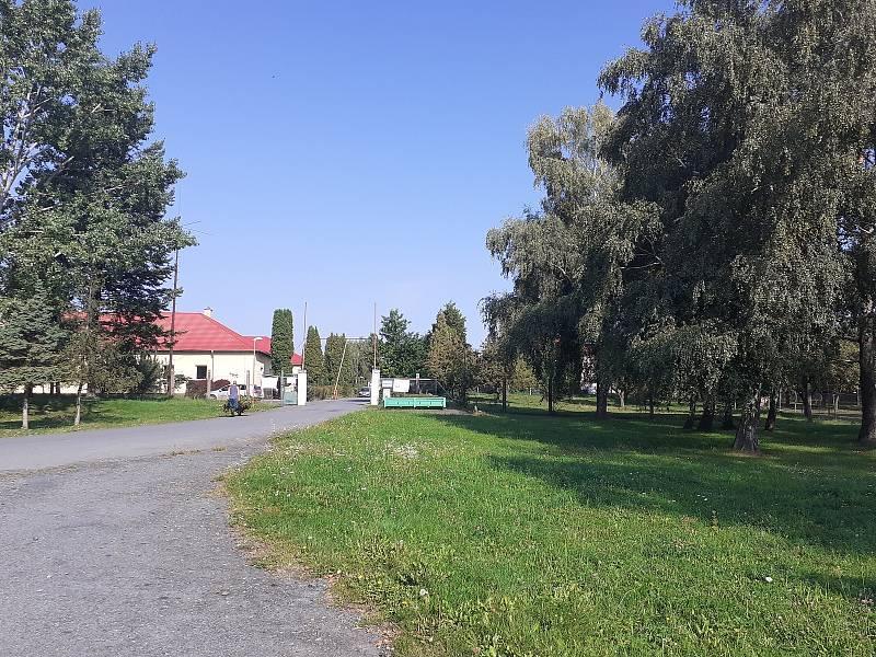 Vjezd do areálu bývalých vojenských kasáren.