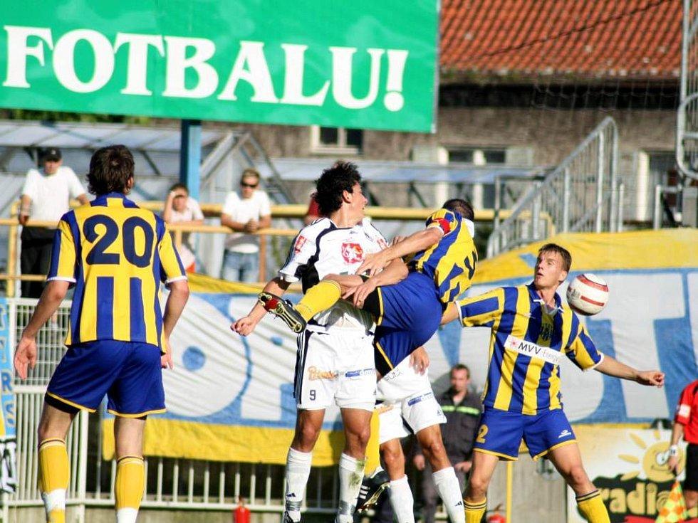 Aktuální nejlepší tým druhé fotbalové ligy z Opavy v úterý zklamal, když prohrál na hřišti divizního Rýmařova.