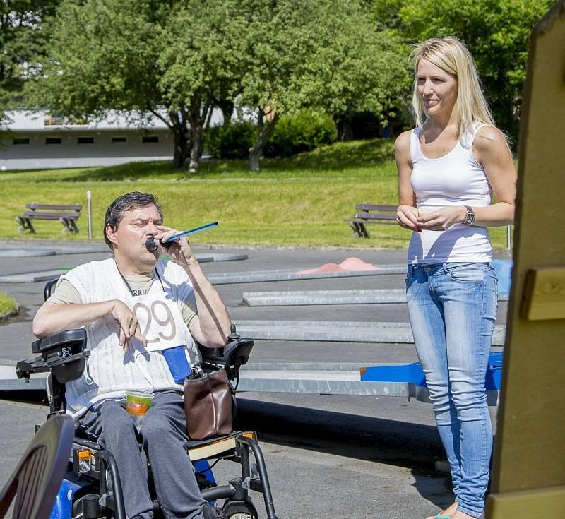 Centrum sociálních služeb v Hrabyni uspořádalo druhý ročník Štafetového maratonu na kolečkách.