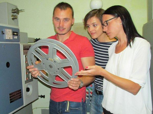 Iniciátoři oživení hlučínského kina Vendula Pospiechová (uprostřed), Pavel Konečný a Hana Růžičková.