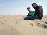 Na písečných dunách v Kavirské poušti v blízkosti Varzanéhu v Íránu.