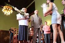 Věra Toufarová a Jaroslav Toufar v sobotu oslavili v opavském Městském domě kultury Petra Bezruče i se svými blízkými diamantovou svatbu.
