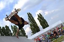 Jak se může skatepark využít, předvedli během jeho otevření členové VSA Extreme Teamu.