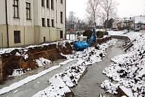Před nedávnem se na potoku Jaktarka začala budovat protipovodní opatření.