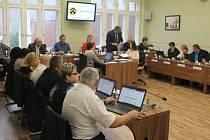Zasedání zastupitelstva v Kravařích ve středu 26. dubna.