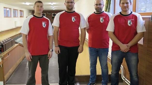 Družstvo Hlubočce, kterému byla udělena cena fair play. Zleva Tomáš Čerbák, Libor a Robin Gintarovi a Petr Nedvídek.