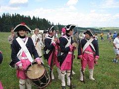 Tisíce lidí se přijely podívat na rekonstrukci bitvy pruských a rakouských vojsk z roku 1758.