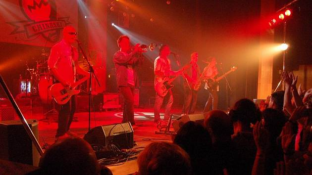 V pátek 6. listopadu 2009 ovládli pódium Kulturního domu v Dolním Benešově Chinaski, kterým sekundovala teplická formace Fate Magazine.