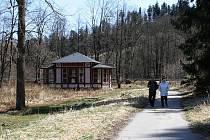 Jánské Koupele, založené v roce 1810, jsou dnes opuštěné a jen výjimečně sem zavítají náhodní turisté.