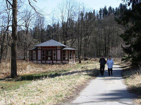 Jánské Koupele, založené vroce 1810, jsou dnes opuštěné a jen výjimečně sem zavítají náhodní turisté.