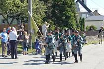 Uplynulý víkend procházela a projížděla třemi obcemi našeho regionu skutečně netradiční vojska. Podle jejich uniforem z napoleonských dob ale došlo brzy každému, že se zde žádné vojenské cvičení v rámci paktu NATO nekoná.