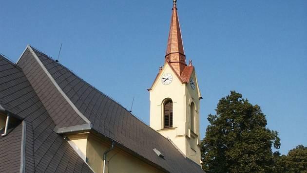 Kostel Narození Panny Marie v Radkově prochází postupnou rekonstrukcí, při které byly nalezeny unikátní malby.