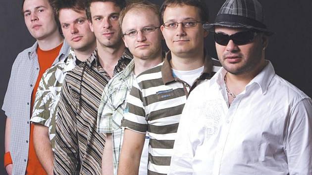 Kapela Madfinger v čele se zpěvákem a frontmanem Martinem Svátkem.