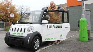 Šéfredaktor Opavského a Hlučínského Deníku Roman Brhel v minulém týdnu intenzivně testoval elektromobil VXT eCHOICE, který naší redakci zapůjčil známý opavský konstruktér Pavel Brída.