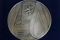 Medaile Ministerstva obrany České republiky byla udělena městu Hlučín za péči o válečné hroby.