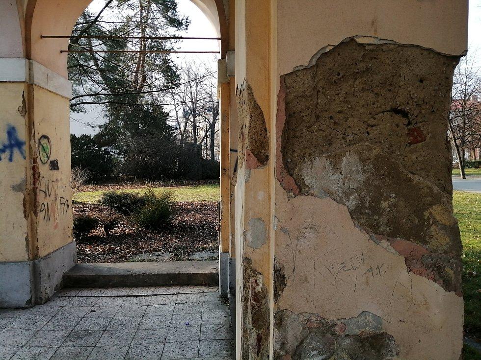 Arkády ve Dvořákových sadech v Opavě.