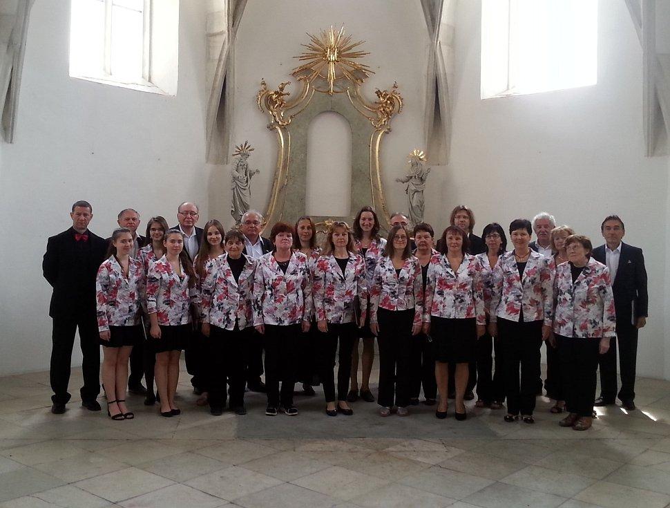 Smíšený pěvecký sbor Komenský funguje od roku 1972.
