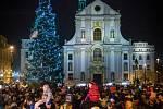 Na Dolním náměstí se v pátek rozsvěcel vánoční strom.