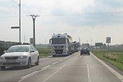 Redakce Deníku si v úterý projela všechny objízdné trasy uzavřeného úseku od železničního přejezdu po první světelnou křižovatku s ulicí Dlouhá.