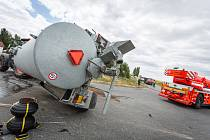 Nehoda osobního automobilu a traktoru ve Svatoňovicích na Opavsku.
