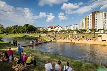 S cílem oživit břehy řeky Opavy šli do budování náplavky organizátoři projektu Landscape.