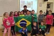 Žáky ZŠ Edvarda Beneše v minulém týdnu učili studenti vysokých škol z celého světa.