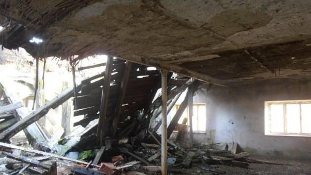 Chátrající nebezpečná budova v Guntramovicích je pro místní už dlouhou dobu strašákem.