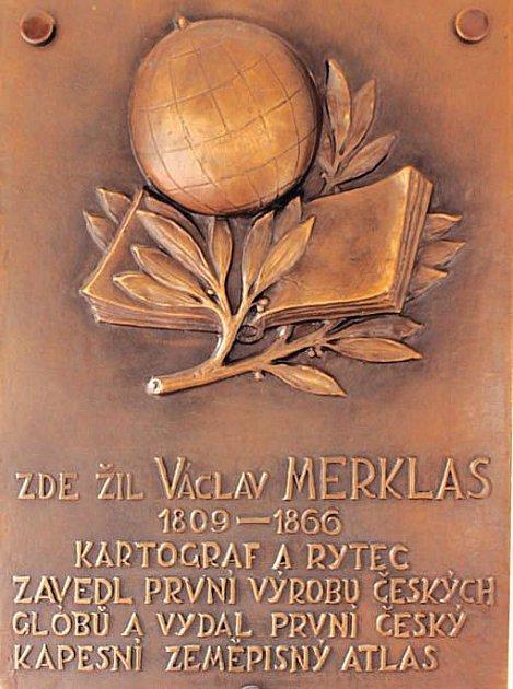 Pamětní desku věnovali Václavu Merklasovi v roce 1966. Je umístěna ve vestibulu katastrálního úřadu.