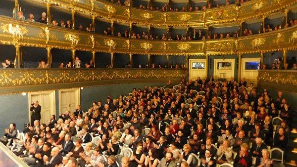 Hlediště Stavovského divadla bylo plné do posledního místa.