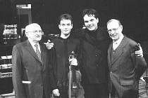 Dirigent Radu Popa (druhý zprava) již v Opavě před třemi lety vystupoval. Představil se tenkrát s houslistou Jiřím Vodičkou.