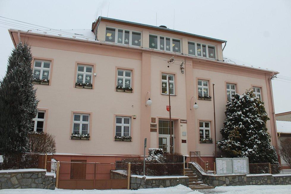 Budova bývalého obecního úřadu, zůstává v ní mateřská škola.