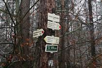 Například ze Štítiny se po červené značce dostanete až k památníku druhé světové války v Hrabyni.