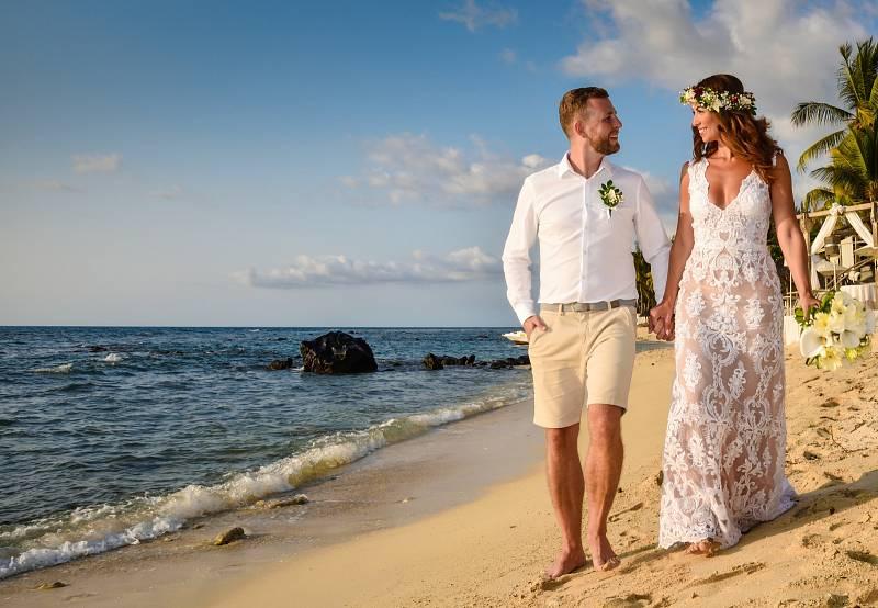 """Poněkud méně tradičně pojali loni svůj svatební obřad Aneta a Michal, nyní již manželé Křižákovi. Říci si své """"ano"""" se totiž vypravili až na exotický ostrov Mauricius."""